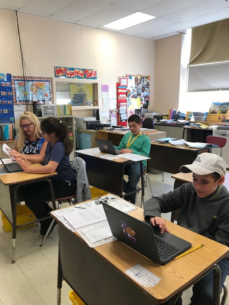Ms. Berry's class using their new Chromebooks
